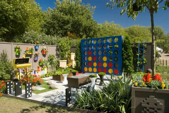 Decorations For A Fun Outside: Family Friendly Fun Outdoor Spaces